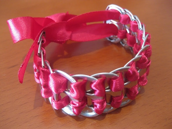 Soda top bracelet: Pop Tabs Bracelets, Crafts Ideas, Gifts Ideas, Pop Cans Tabs, Satin Ribbons, Cute Ideas, Diy Bracelets, Ribbons Bracelets, Sodas Tabs Bracelets