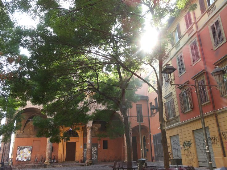 San Guseppe Color Art is a handicraft market in the heart of Bologna