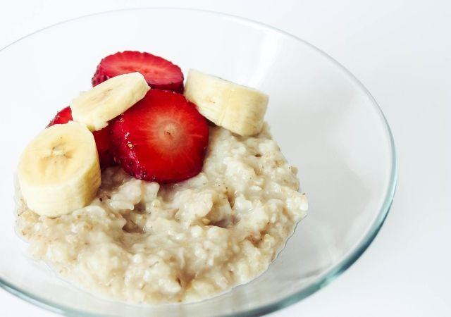 Breakfast: Strawberry & Banana Oatmeal #food  #foodblog #foodblogger #meal #mealidea #recipe #oatmeal #breakfast #fruit
