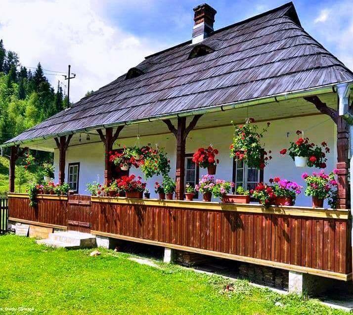 Romanian tradintional house! ♥