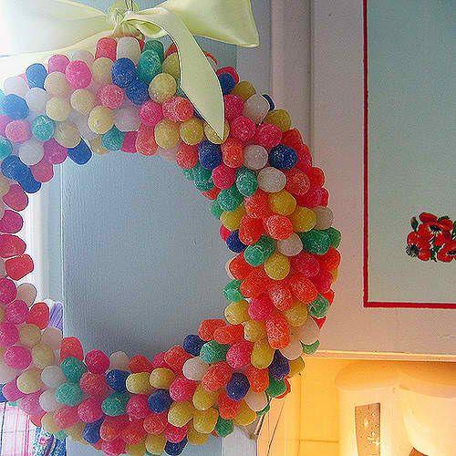 Πρωτομαγιάτικα Στεφάνια από μπαλόνια, χαρτιά, καραμέλες αλλά... και λουλούδια! | ΜΙΚΡΟΙ - ΜΕΓΑΛΟΙ
