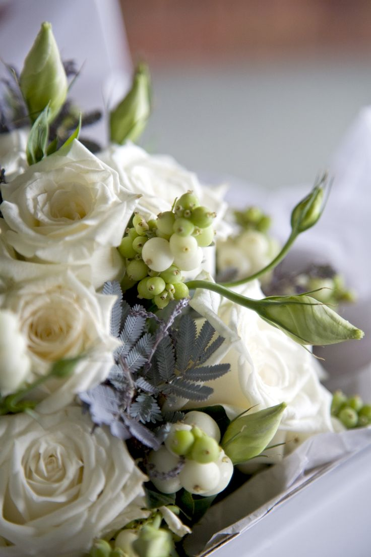#bouquet #flowers #wedding   Photography by Hanna Hosking, Hang Studio
