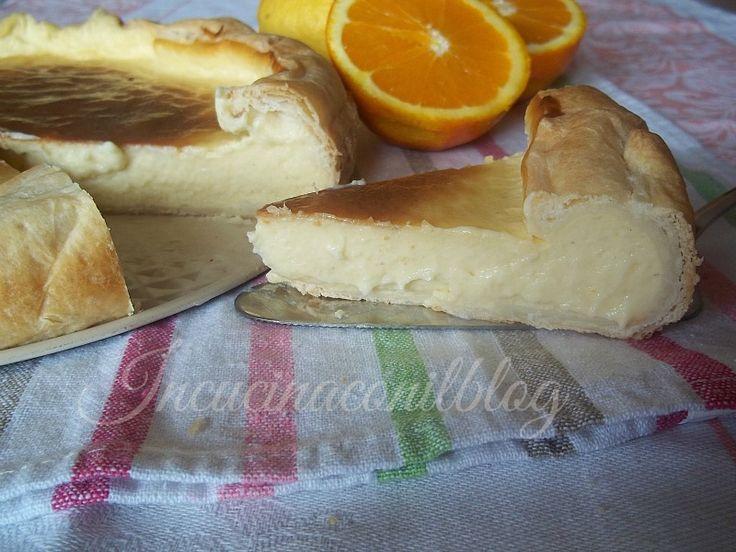 flan parisienIngredienti  1 rotolo di pasta sfoglia  1 litro di latte  5 tuorli  250 ml di panna liquida fresca  250 g di zucchero  50 di farina 00  50 g di maizena o fecola di patate  scorza di 1 arancia o mezzo limone  1 bustina di vanillina