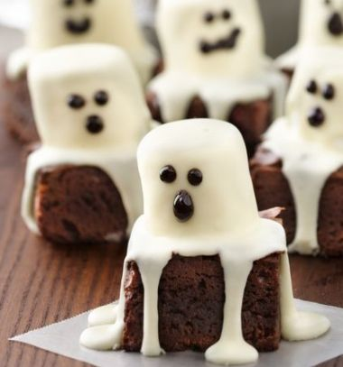 Spooky boo brownie ghosts with marshmallows // Szellemes brownie-k pillecukorral // Mindy - craft tutorial collection