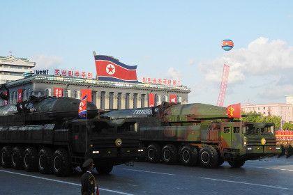 Северная Корея заявила о готовности ответить на нападение США       В Пхеньяне считают, что отправка ударной американской авиагруппы к Корейскому полуострову доказывает агрессивные намерения США, на которые Северная Корея готова ответить. В заявлении МИД республики подчеркивается, что КНДР не выпрашивает мира, однако всегда «готова защитить себя силой оружия».
