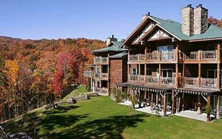 Lodge at Buckberry Creek in Gatlinburg, Tennessee  | Tennessee Fall Travel Ideas | Outdoor dining at its best with truly memorable views of Mt. Le Conte and the Great Smoky Mountains. One of the only fine-dining experiences in the Smokies.