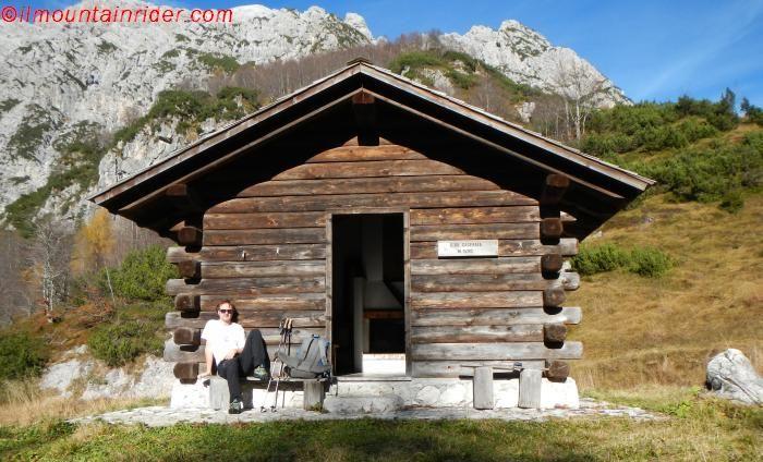 Scoprire le casere del Friuli camminando per i sentieri che le raggiungono vuol dire fare un tuffo nel passato, quando la montagna brulicava di vita.