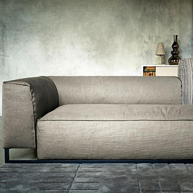 Arketipo  Ego, Rail, Windsor e Inkas i nuovi quattro divani. Inkas permette di creare il proprio stile unico e irripetibile, un gioco di incastri infinito tra sedute e braccioli/schienali