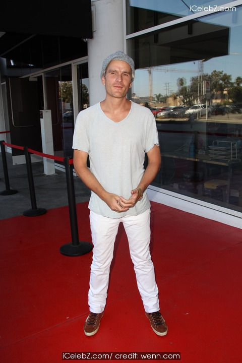 Balthazar Getty Visits Hollywood Today Live http://icelebz.com/events/balthazar_getty_visits_hollywood_today_live/photo1.html