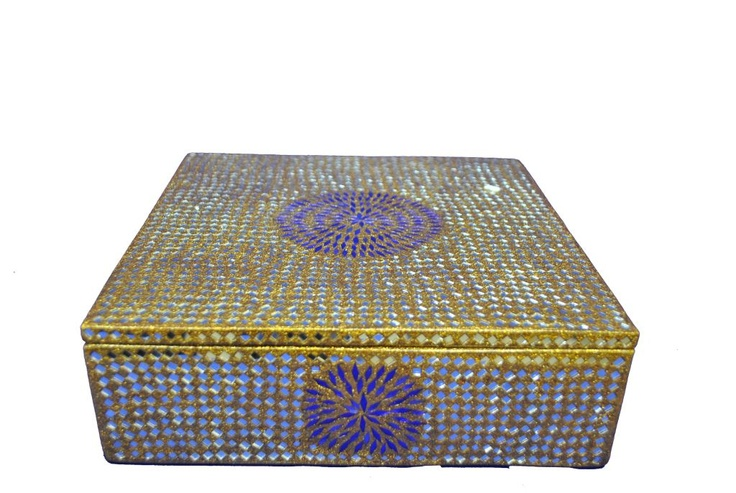 Lac Jewellery Box, India: Lacquered wooden box richly decorated with Rajasthani traditional patterns. The International 2012 Panel of Experts commended the fine embellishments, reflecting the Rajasthan heritage of the master artisans, and praised the smooth finishing of the lac and the very reasonable price of the product.