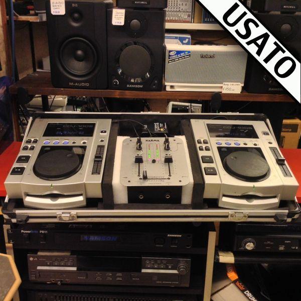 Consolle completa DJ Usata con 2 CDJ 100 Pioneer + Mixer Karma + Flight Case.  Perfetta per DJ ed appassionati che necessitano di una consolle usata semplice ma stabile e di qualità Pioneer.