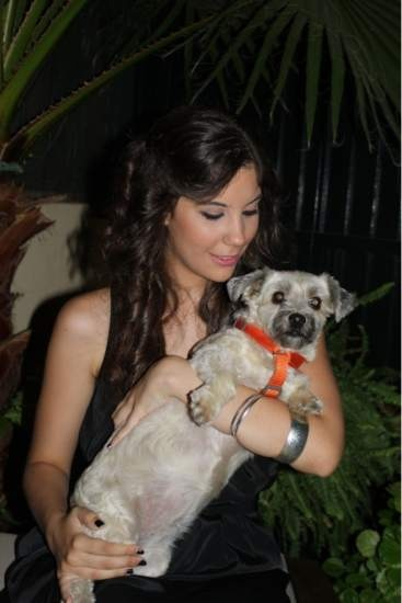 Pepa es una mezcla de westy terrier y yorkshire. A Pepa la encontraron en la calle en el año 2011. Yo llevaba años queriendo un perro y cuando mis padres me preguntaron si quería adoptarla no lo dudé ni un momento, porque, definitivamente, la raza no importa...