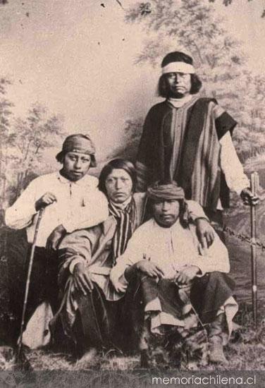 1890; grupo de hombres Mapuche