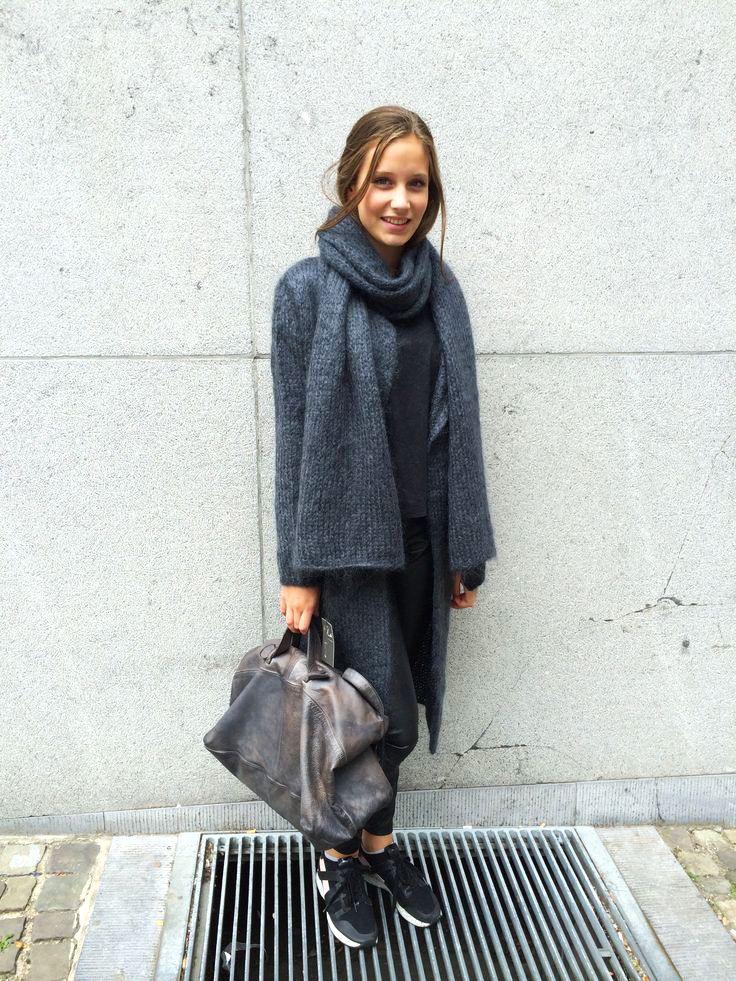Dark Grey Cardigan & Dark Taupe Mialuis Bag create a perfect mix by @tanja telders #miaddicted #mialuis