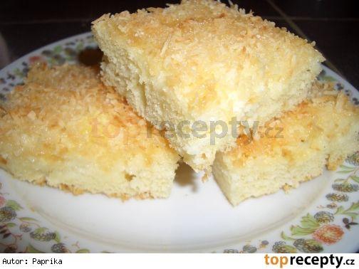 Buchta Rafaelo (nic jednoduššího neznám) Těsto: 1hrnek cukru (píše se moučkový, já dávám krupici a méně), 2 vejce, 1 hrnek mléka, 2 hrnky polohr. mouky, 1/2hrnku oleje, 1 prdopeč Posyp:1 hrnek kokosu, 1/2hrnku mouč. cukru (musí být moučkový) Po upečení: 1 smetana ke šlehání Všechny surovina na těsto smícháme, vylejeme na plech a posypeme posypem. Upečeme do růžova a ještě horkou buchtu polijeme pěkně rovnoměrně šlehačkou.