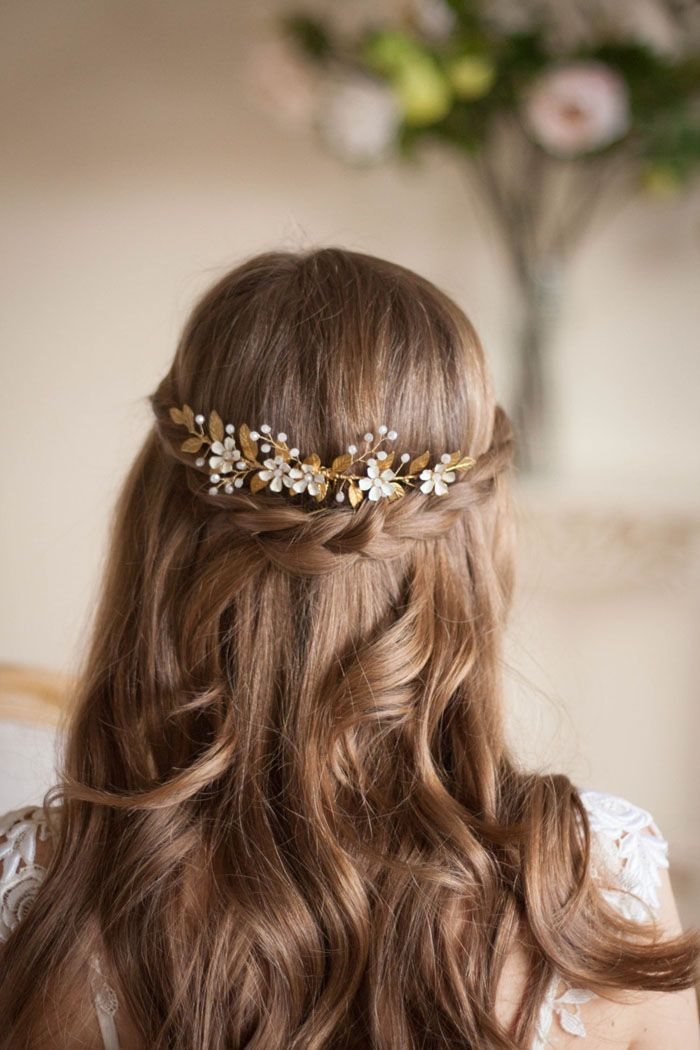 This flower and gold vine comb headpiece from AnnaMarguerite will complete the l…