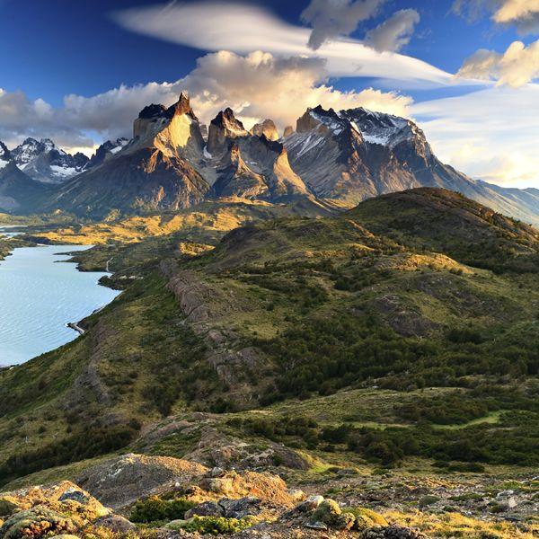 Patagonia, Chile  las montañas son muy altas y hermosas