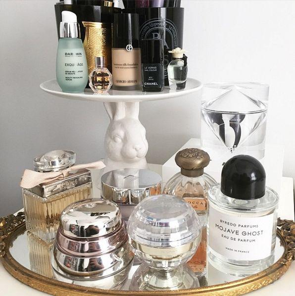 1000 ideas about perfume organization on pinterest nick nacks perfume storage and vanity desk. Black Bedroom Furniture Sets. Home Design Ideas