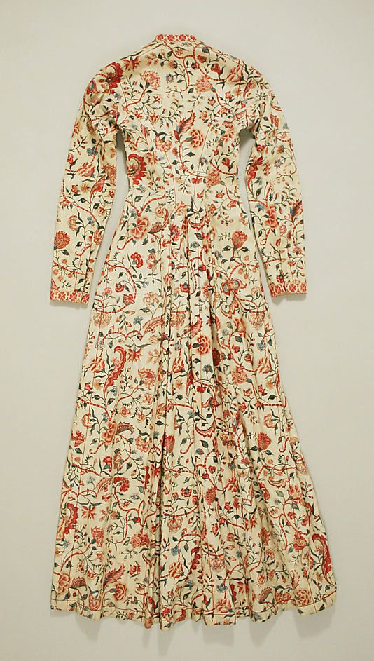 This is the back of a 'wentke' (18th–19th century), a long overdress or overcoat, made of chintz. It was used in the Hindeloopen costume (The Netherlands).