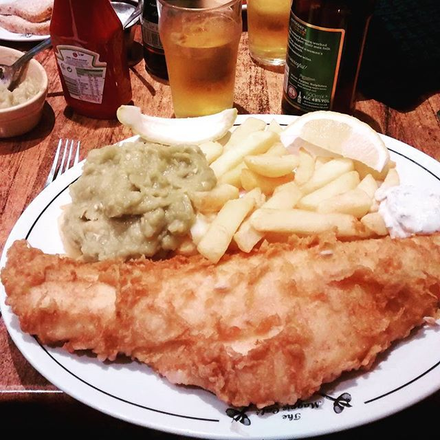 The obligatory trip to The Magpie #whitby #northyorkshire #yorkshire #fishandchips #themagpiecafe #themagpiecafewhitby #fish #chips #mushypeas #holiday #christmas