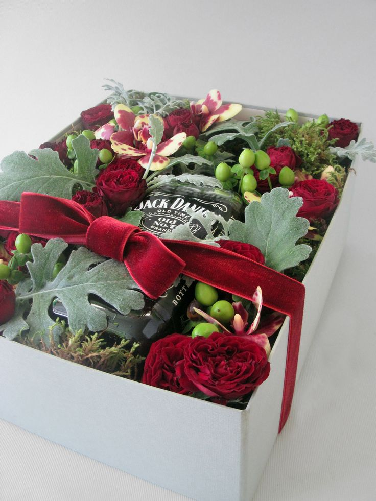 Description: Flower arrangement with a bottle of whisky in a very nice paper box.Notes: The composition includes a bottle of whisky value up to 20€. If you want a particular bottle of whisky, please contact us at 30210 4170282Size: H: 11cm x L: 31cm x W: 25cmUsually ships in: 24h