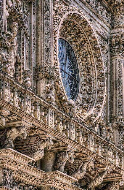 Lo splendido rosone barocco della Basilica di Santa Croce, Lecce.