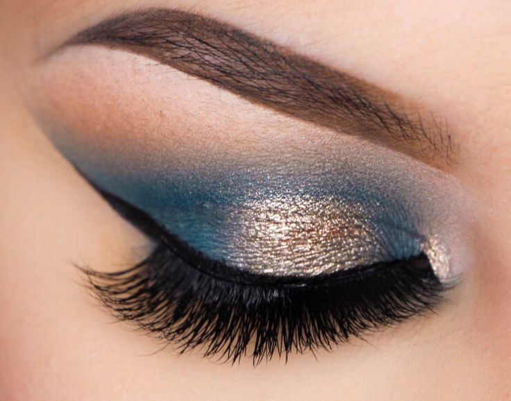 Make waves with this unique pairing of blues and metallics. Reminiscent of the sun's glittering reflection off the surface of the sea, this look is both gl