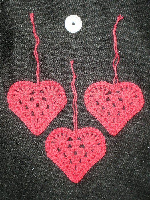 Tines Dagbog - Flade røde hæklede hjerter