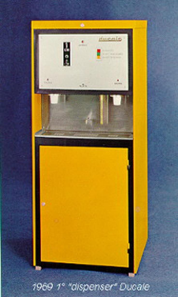 Primo distributore   del caffè dell'azienda Ducale 1969