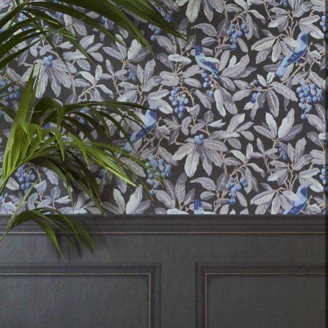 Historic Royal Palaces Library Frieze horizontal wallpaper boarder with Royal Garden wallpaper #wallpaper #coleandson #panel #floralwallpaper #interiordesign #interiordesigninspiration