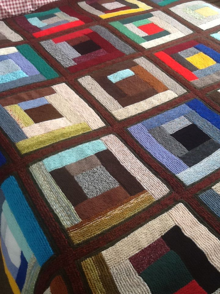 Knitted log cabin blanket. Easy and portable
