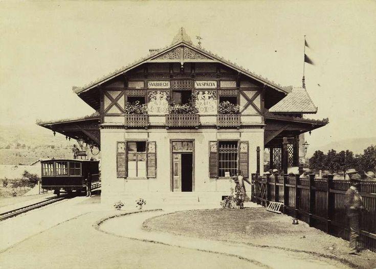 a Fogaskerekű végállomása. A felvétel 1880-1890 között készült. A kép forrását kérjük így adja meg: Fortepan / Budapest Főváros Levéltára. Levéltári jelzet: HU.BFL.XV.19.d.1.05.191