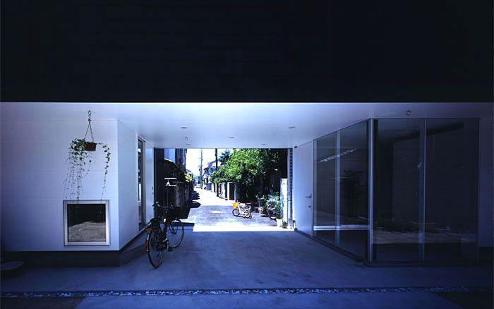 武庫之荘の家 ピロティ ハンモックが吊れるようになっています