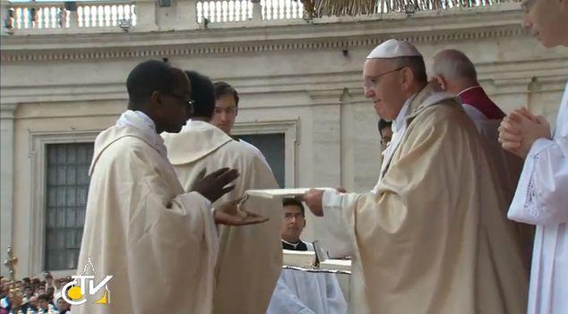 Evangelii Gaudium : la prima Esortazione Apostolica di Papa Francesco consegnata oggi