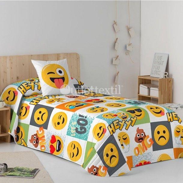 Colcha Bouti HEY Emoji. Una colcha estupenda para vestir de forma divertida la habitación de tus hijos. Con estampado digital a cuadros, en los que hay un emoji diferente en cada uno. Combínala con el resto de artículos de la línea Emoji.