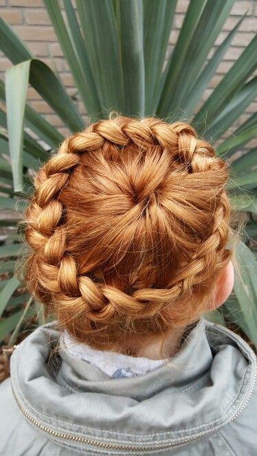 Kroonvlecht hairdo kapsel
