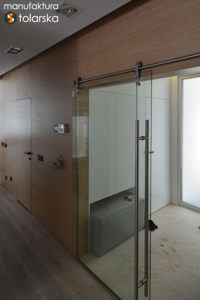 Wood wall & wood glass door. Made in Poland. Manufaktura stolarska 2017. Wykonujemy drzwi wewnętrzne w wykończeniach fornir lub lakier. #design #wood #wall #glass #flat #home #simple #modern #door