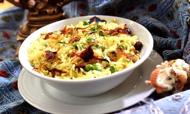 Pullao. arroz indiano com especiarias para acompanhamento.