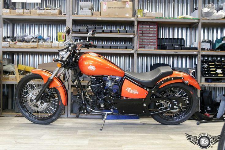 Johnny Pag finition noir disponible chez KS Motorcycles. custom bike harley-davidson harley davidson chopper 125 bobber 125cc moto kustom store motorcycles avis biker motocycle motorcycles malibu  orange