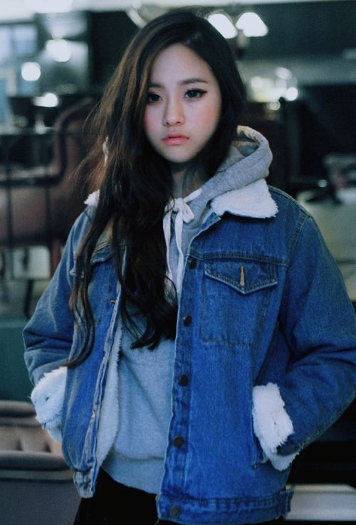 Cute casual look for winter with the grey hoodie underneath the denim jacket.