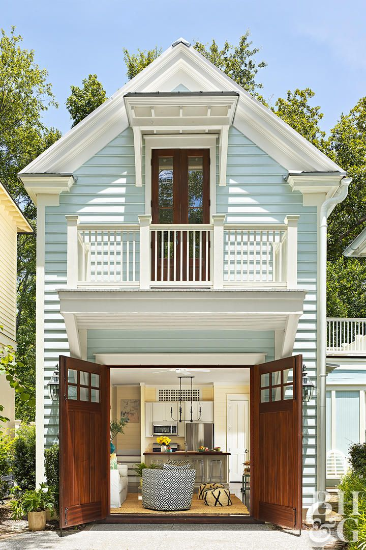 This Adorable Charleston Guesthouse Was Once A Garage Garage Guest House Small Beach Houses Colonial Farmhouse