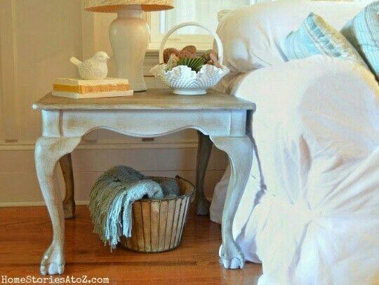 Bonita mesa con pintura efecto tiza