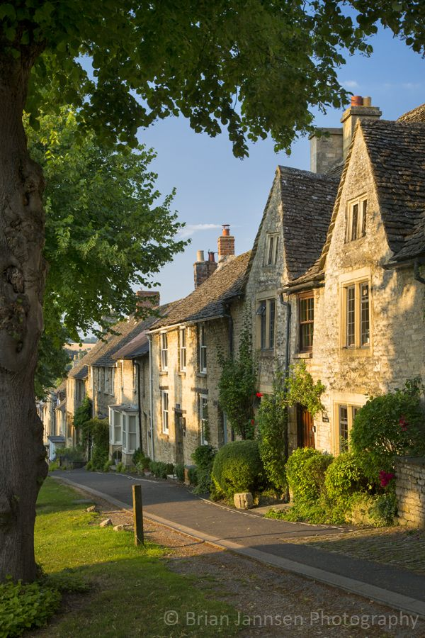 Row of Cottages, Burford, the Cotswolds, Oxfordshire, England.