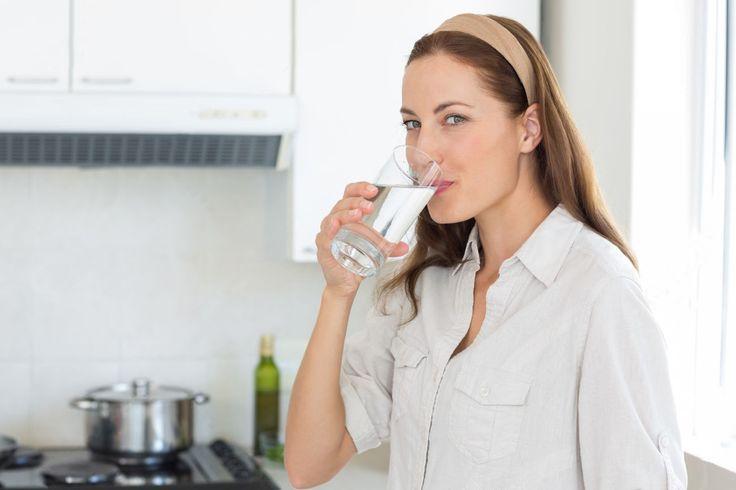 Πιείτε 2 ποτήρια νερό πριν το φαγητό και χάστε επιπλέον κιλά σε συνδυασμό με άσκηση και πρόγραμμα διατροφής για απώλεια βάρους.