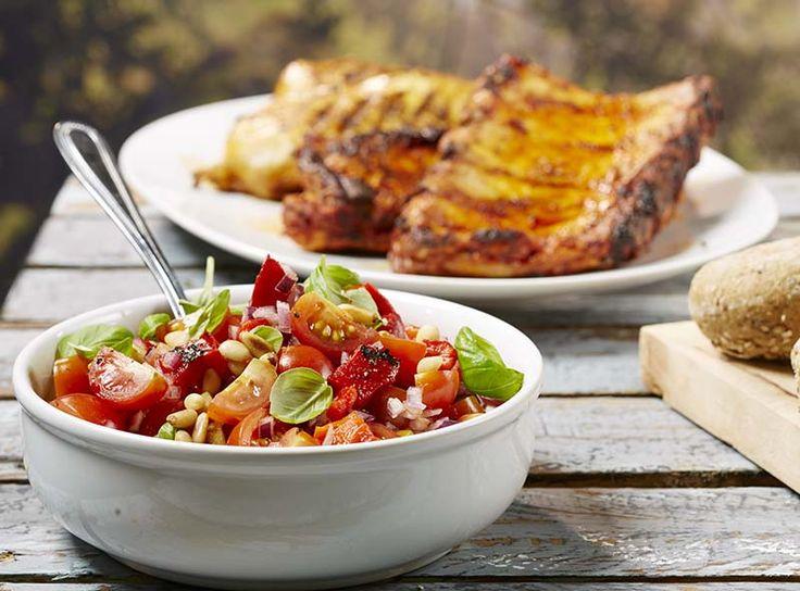 Gemarineerd BBQ-vlees met zuiders tomatenslaatje