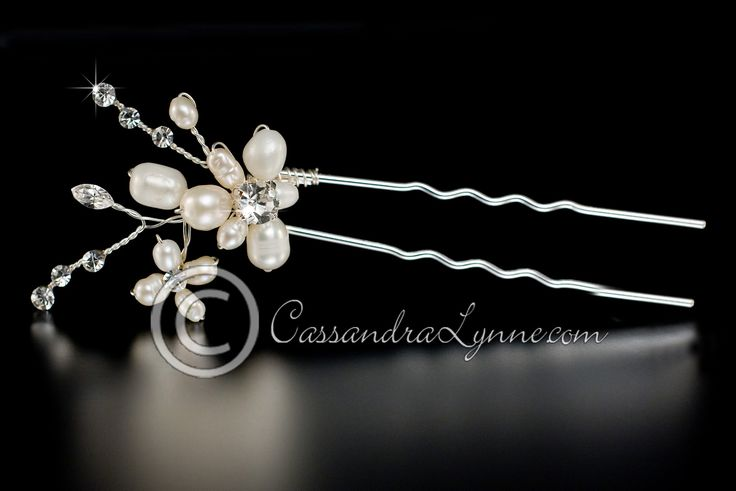 Bridal Hair Pin with an Ivory Pearl Flower