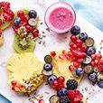 PN dessert :Fruitsalade met kokosmelk, zaden en een sausje van bessen