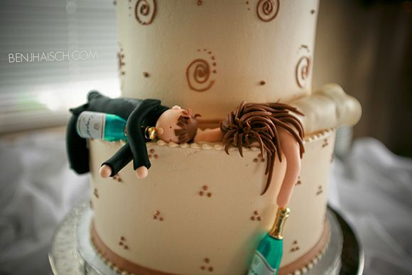 Omg too funny....If Wedding Cake Toppers Could Predict the Future - My Modern Metropolis