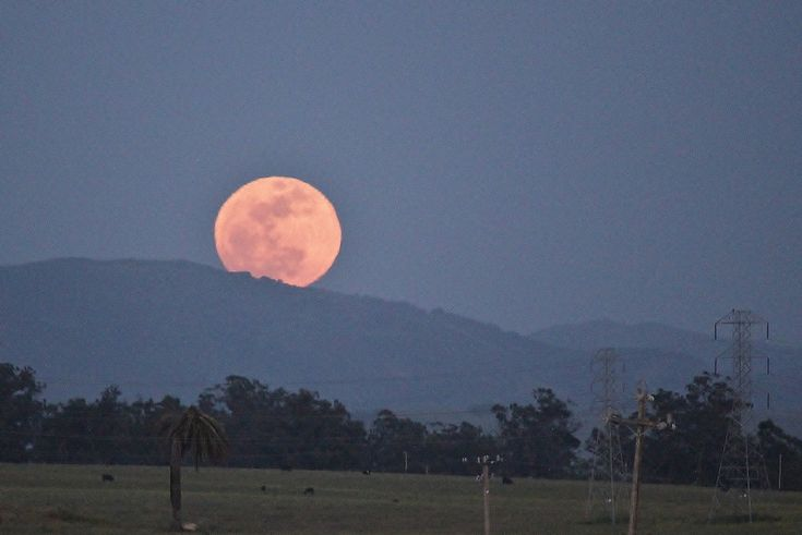 Shawn Vasquez caught the supermoon on May 5, 2012, from a vantage point in Nipomo, California. Nipomo lies about 10 miles south of Pismo Beach