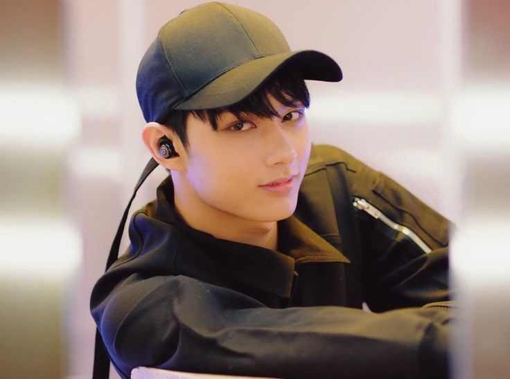 SEVENTEEN-[MV]BOOM BOOM - Jun << that damn face...on my list of weaknesses on a man, facial expressions is at the top..